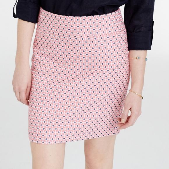 beacf83732e082 Ann Taylor Skirts   Hp Euc Diamond Jacquard Mini Skirt14   Poshmark